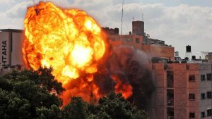 Israel intensifica su ofensiva en Gaza mientras enfrenta una ola de violencia interna