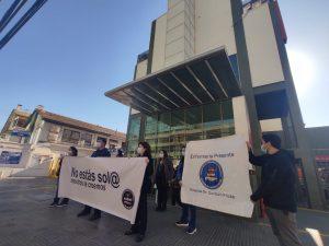 """Enfermeros y enfermeras protestaron por muertes de colegas UCI en Hospital Clínico Viña del Mar: """"Exigimos una investigación en el menor plazo posible"""""""