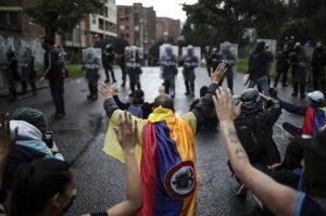 Autoridades colombianas y manifestantes dialogaron por primera vez